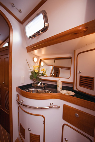 Passport Vista 515CC Aft Bath